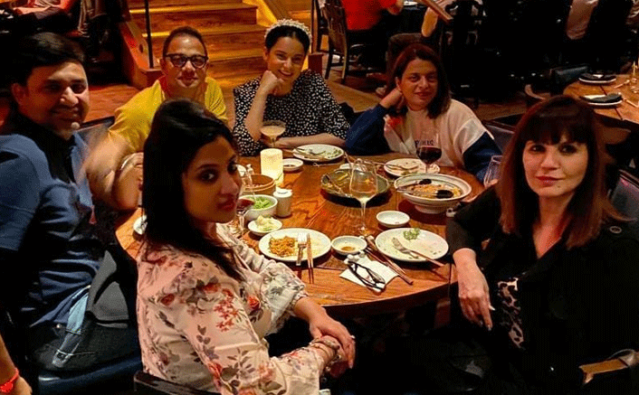 Thalaivi Star Kangana Ranaut Bonds With Her Team Over A Lavish DThalaivi Star Kangana Ranaut Bonds With Her Team Over A Lavish Dinner In LAinner In LA