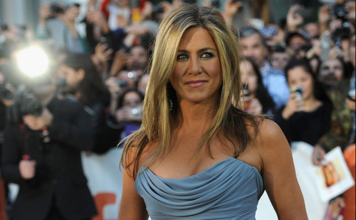 Jennifer Aniston enjoys a ladies night dinner