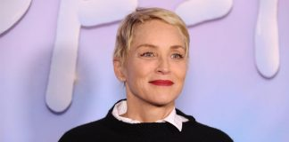 Sharon Stone recreates leg-crossing scene in 'Basic Instinct'