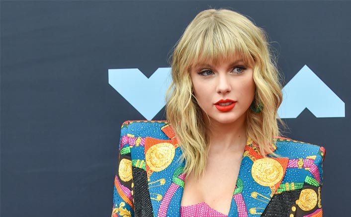 Taylor Swift Banned From Singing Her Own Songs At American Music Awards, Fans Trend #IStandWithTaylor On Twitter