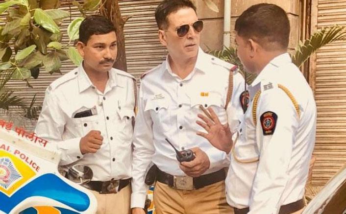 BREAKING! Akshay Kumar To Shoot His Traffic Police Social Message At Bandra-Worli Sealink Today, Fans Assemble