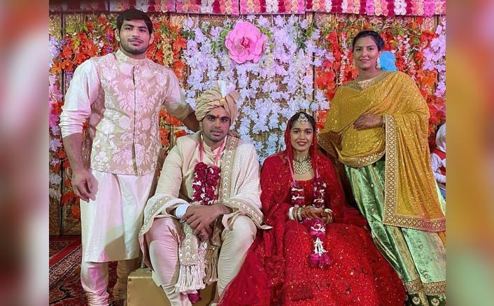 Here's Why Wrestler Babita Phogat Took An Extra Phera During The Wedding Ceremony With Vivek Suhag!