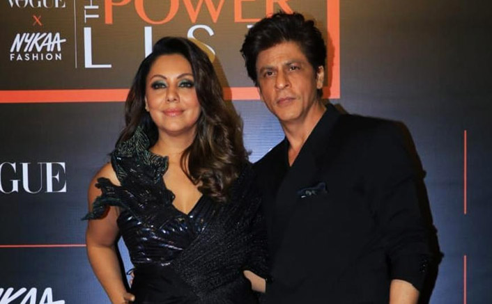 Shah Rukh Khan Wins The Internet With This Sweet Gesture Towards Gauri Khan