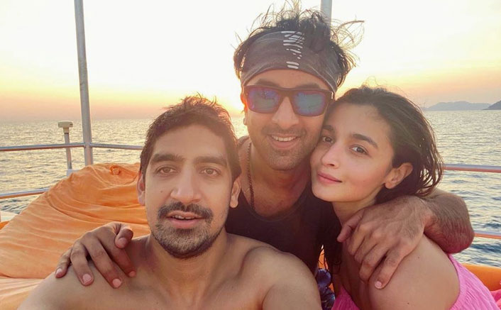 Alia Bhatt Chills With Her 'Good Boys' Ranbir Kapoor - Ayan Mukerji & It Will Make You Plan A trip With Your Friends Too