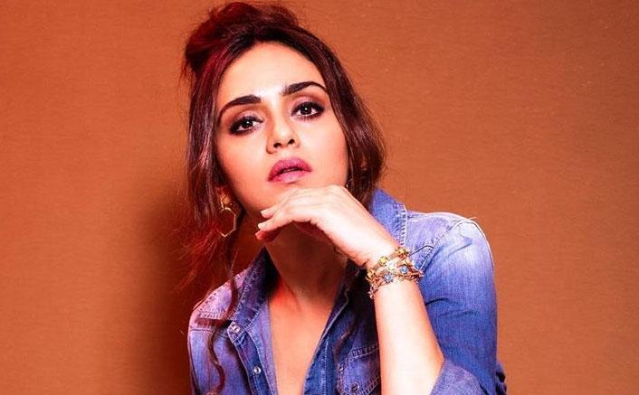 Amruta Khanvilkar rocks in all denim look