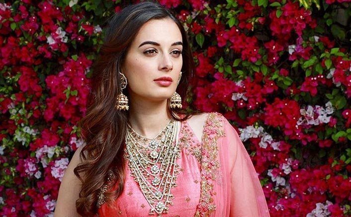 WHOA! Evelyn Sharma Doesn't Mind A 2nd Hand Dress On Her Wedding, Neither Is She Brand Conscious