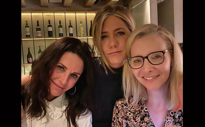 FRIENDS: The One Where 'Rachel' Jennifer Aniston, 'Monica' Courteney Cox & 'Phoebe' Lisa Cudrow Reunite!