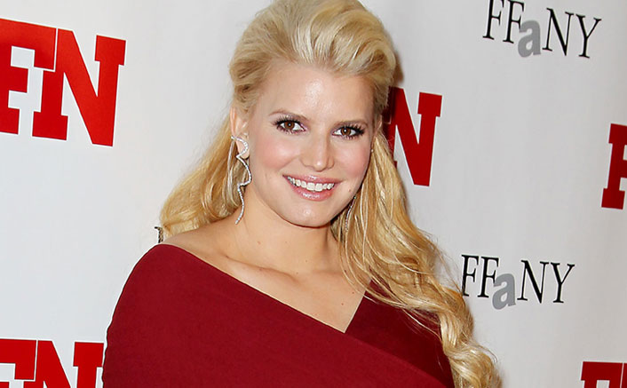 """Jessica Simpson On Confronting Her Childhood Abuser: """"It Was Extremely Painful & Still Is"""""""