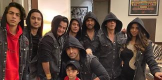 PICS: Shah Rukh Khan Welcomes 2020 By Chilling With Aryan, Suhana & AbRam