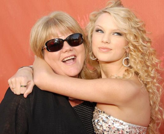 Taylor Swift opens up on mom's cancer for the first time