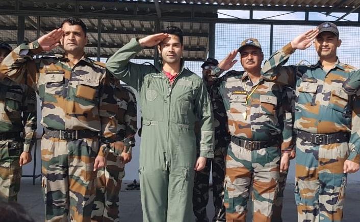 Varun Dhawan Spends 2 Days With Indian Air Force; Actor Says It's The BEST Experience Of His Life