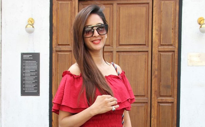 Bade Acche Lagte Hai Fame Chahatt Khanna Looks Ravishing In Her Latest Red Attire; See Pics