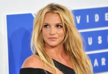 Britney Spears gets injured while dancing