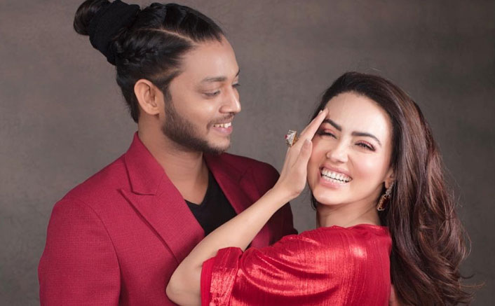 Sana Khan Is At It Again, Takes A Sly Jibe At Melvin Louis With Latest Post & It's Hilarious AF