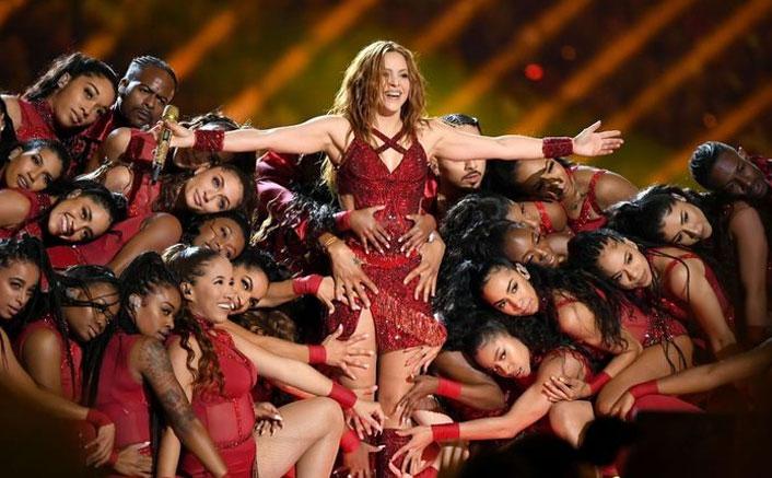 Shakira Brings Back 'Hips Don't Lie' At Super Bowl & The Stadium Goes Berserk