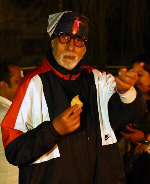Here's What Amitabh Bachchan Did On Holi & It's Something Every Sweet-Tooth Can Relate With