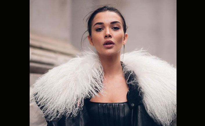 Amy Jackson's toilet paper-inspired workout