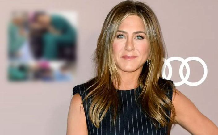 Jennifer Aniston Gives Her Hardworking FRIENDS A 'Hats Off' & It's Not Who You Think!