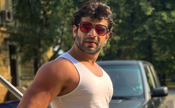 Karan Patel Uses S*X To Create Coronavirus Awareness Amongst Fans; Here's How!
