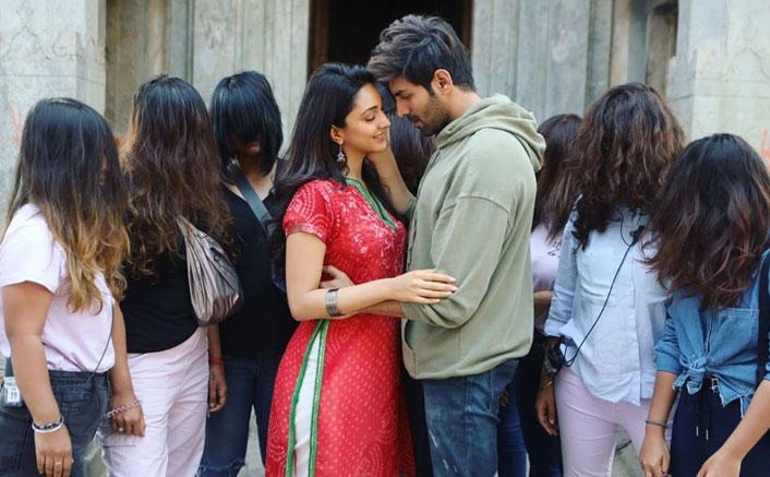Bhool Bhulaiyaa 2: Kartik Aaryan & Kiara Advani Avoid The Witches Around Them As They Romance On The Sets