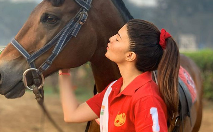 Check Out Who Is Jacqueline Fernandez's 'Sunrise Buddy' Whom She's Kissing In This Recent Picture
