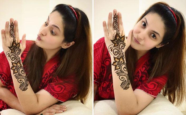 Zareen Khan In Being Atmanirbhar By Applying Eid Mehndi On Her Own, WATCH