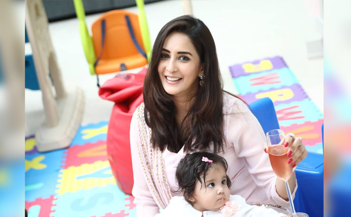 Chahatt Khanna Trolled For Being A Single Mom, Gives It Back But Deletes Instagram Account Later