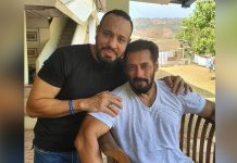 "Salman Khan's Bodyguard Shera Poses For A Selfie With The Actor, Says ""My EID is never complete without my Maalik"""
