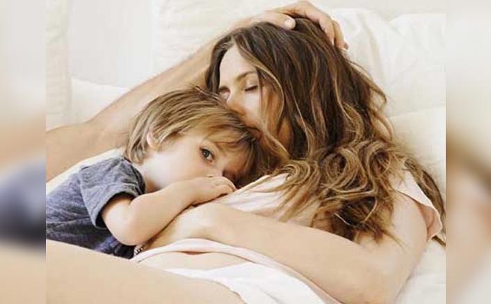 "Alicia Silverstone: ""My Son & I Take Baths Together"""