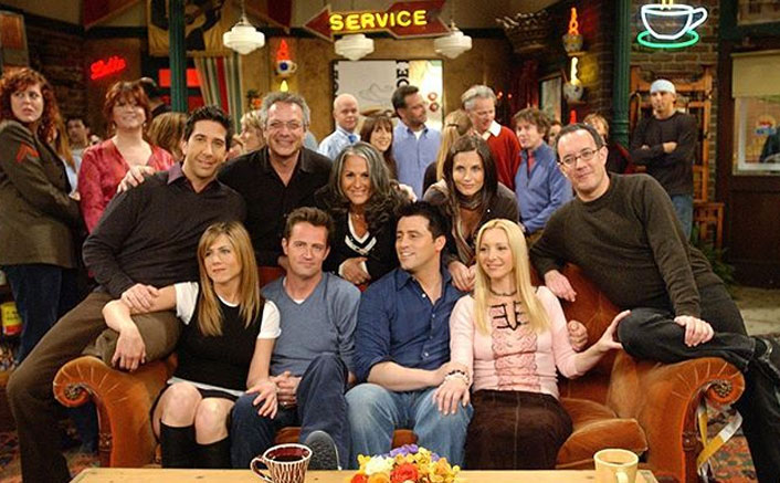 FRIENDS Finale: Central Perk's Set Was DESTROYED To Build Airport & 'Chandler' Matthew Perry's Last Dialogue Is Hitting Is Harder Now