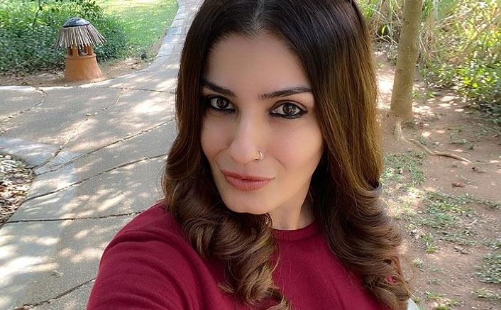 Raveena Tandon REVEALS A ZERO Penny Home Remedy Behind Her Sparkling White Smile