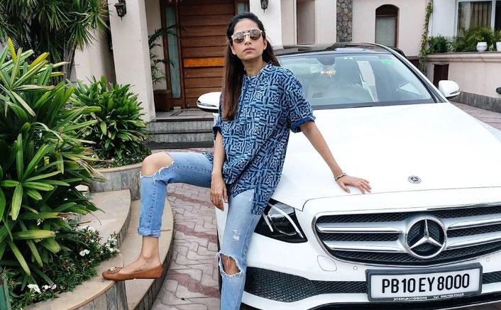 Sargun Mehta flaunts attitude in 'papa ka kurta'