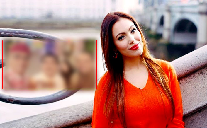 Taarak Mehta Ka Ooltah Chashmah: Munmun Dutta In The Latest Selfie Ft. Dilip Joshi & Others Reminds Us Of That One Photo Bomber In Every Group