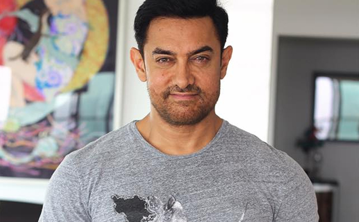 Laal Singh Chaddha: Aamir Khan Gets Mobbed By Fans For Selfie In Turkey, Where Is Social Distancing?