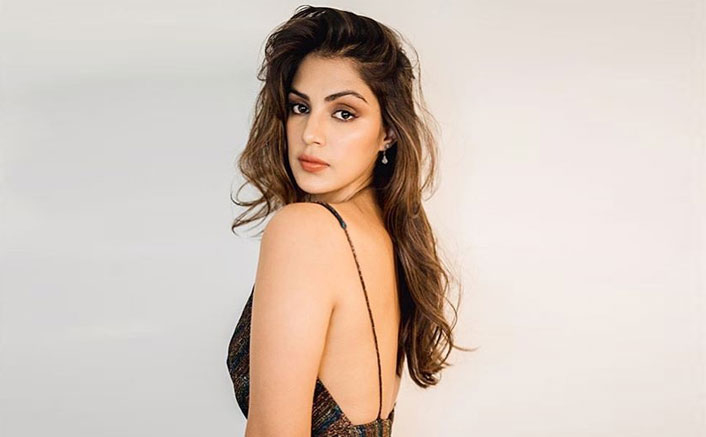 Sushant Singh Rajput Case: Rhea Chakraborty's Video Of Snapping At Paparazzi Goes Viral