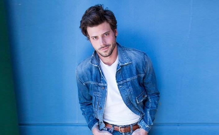 "François Arnaud Comes Out As Bisexual, Says, ""Labels Are Frustrating"""