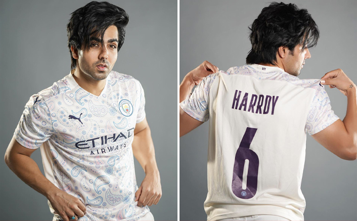 Hardy Sandhu is the first Indian Music artist to be associated with Manchester Football club.(Pic credit: Facebook/Harrdy Sandhu)