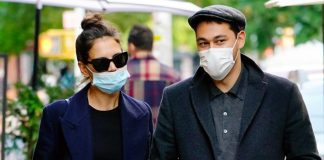 Katie Holmes & Emilio Vitolo Jr. Share A Kiss While Dining In The Open – Pic Inside