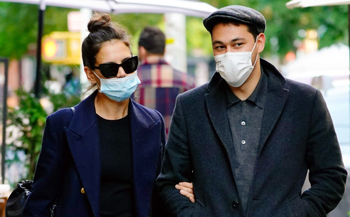 Katie Holmes & Emilio Vitolo Jr Steal A Kiss During Their Romantic Lunch Date, See PIC