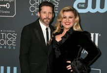 """Kelly Clarkson Opens Up About Her Divorce Brandon Blackstock Says, """"My Life's Been A dumpster"""""""