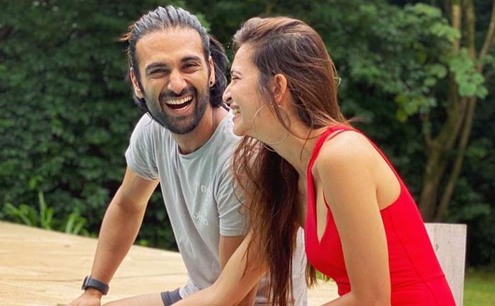 Pulkit Samrat & Kriti Kharbanda Can't Stop Laughing In This Pic, We Wonder What's The Joke!