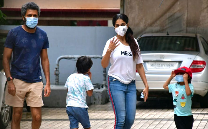 Riteish Deshmukh & Genelia Deshmukh Ask Paparazzi To Keep Away From Kids As They Go Out, Check Out Pics!