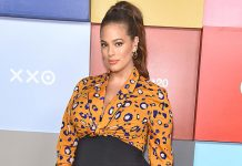 "Ashley Graham Bares It All For A Bathroom Mirror Selfie Calls Herself, ""Nakie Big Girl"""