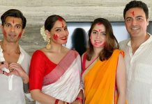 Bipasha relieves memories of last year's Durga Puja festivity