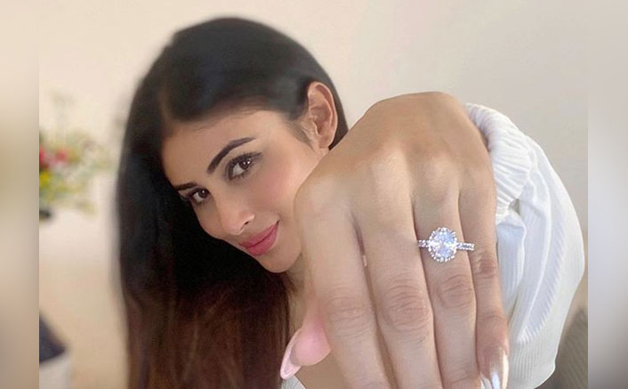 Mouni Roy Shows Off Her BIG Diamond Ring, Netizens Ask Her If She's Engaged!
