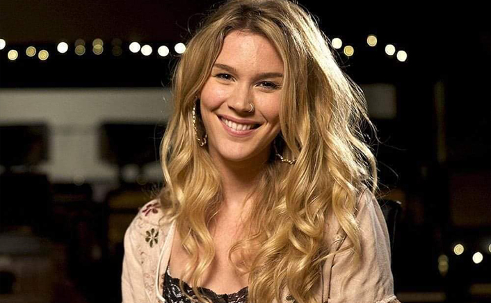 "Joss Stone Announces Her Pregnancy, Says ""I'm Terrified Of Having To Push It Out!"""