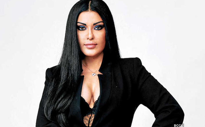 Koena Mitra Says She Lost 2 Lakhs Followers In 10 Days, Claims Twitter Is Shadow Banning Her