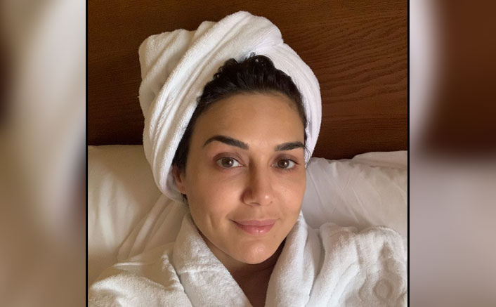 Preity Zinta Looks Flawless In A Just-Out-Of-Bath Selfie Flaunting No Make-up Look