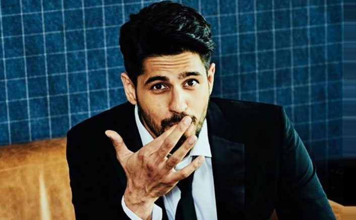 Sidharth Malhotra Is In A Relation-Chip & We All Want To Be In One Like This!