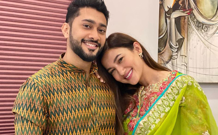 Gauahar Khan Receives A Warm Welcome In Zaid Darbar's Family By His Brother Awez And Siblings